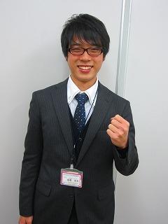 坂巻涼太先生(さかまきりょうた) 文系科目ならお任せ! いつもニコニコ! 戸田公園校のムードメーカー。 彼を指名する生徒は後を絶ちません!
